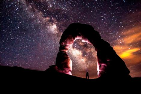 delicate-arch-utah-at-night